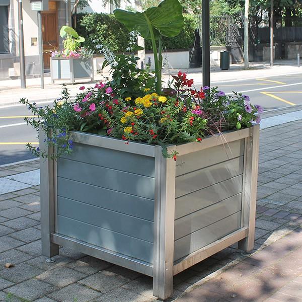 Bac à fleur urbain Châssis Inox et Parement lames aluminium